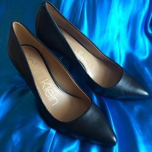 Calvin Klein black leather heels (size: 7)